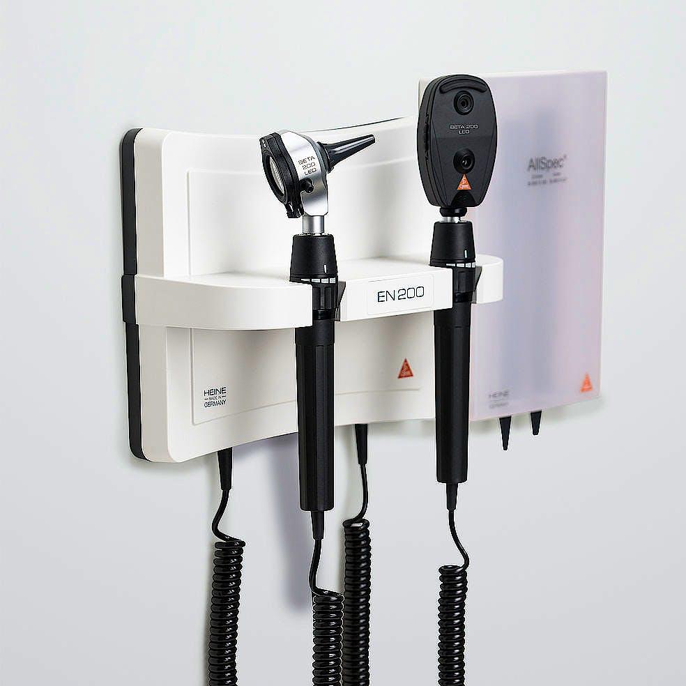 Centro de Diagnóstico Mural Heine EN 200 con Oto Beta 100, Oftalm. Beta 200 3,5 V. y Juego Espéculos Sanalon