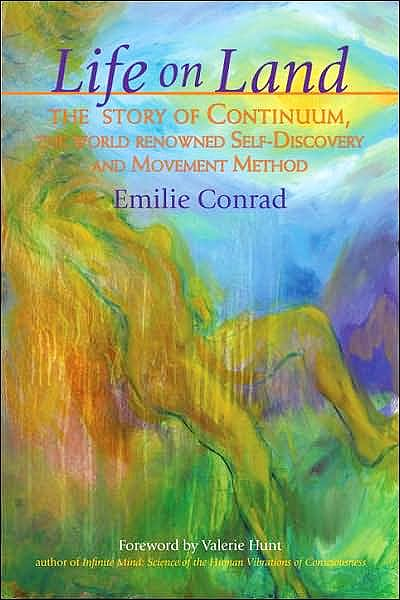 Portada del libro 9781556436451 Life on Land. the Story of Continuum, the World-Renowned Self-Discovery and Movement Method