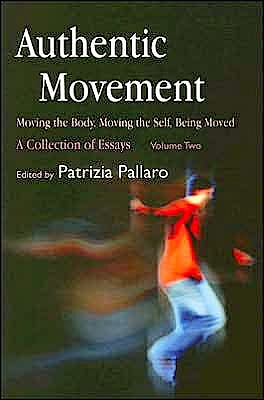 Portada del libro 9781843107682 Authentic Movement. Moving the Body, Moving the Self, Being Moved: A Collection of Essays (Volume 2)