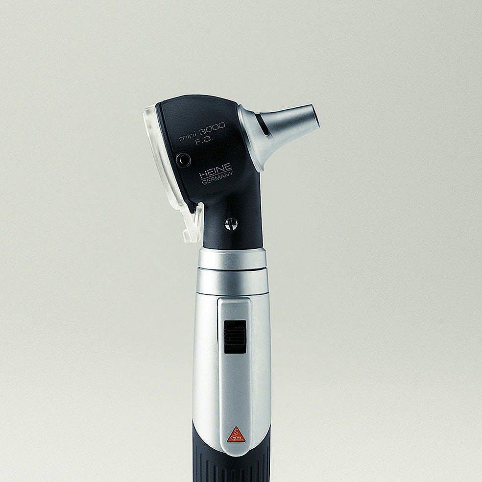 Otoscopio Heine Mini 3000 XHL F.O. con 5 Especulos Desechables de 2,5 y 4 mm. Diám. Y Mango a Pilas