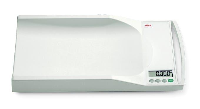 Pesabebés Electrónico Digital SECA Mod. 334, con Asa de Transporte, Indicador LCD, Fuerza 20 kg., División 5 g., Alimentación a Pilas o Red