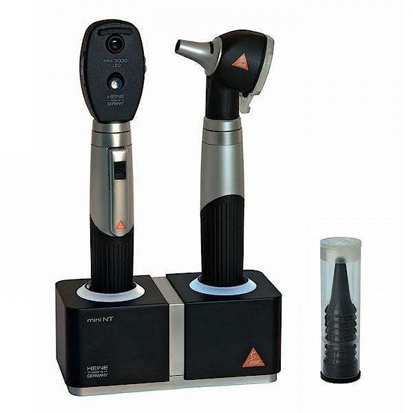 Set Oftalmoscopio-Otoscopio Heine Mini 3000 LED F.O., con 2 Mangos Recargables, Aparato de Carga Mini Nt y 5 Espéculos Desechables