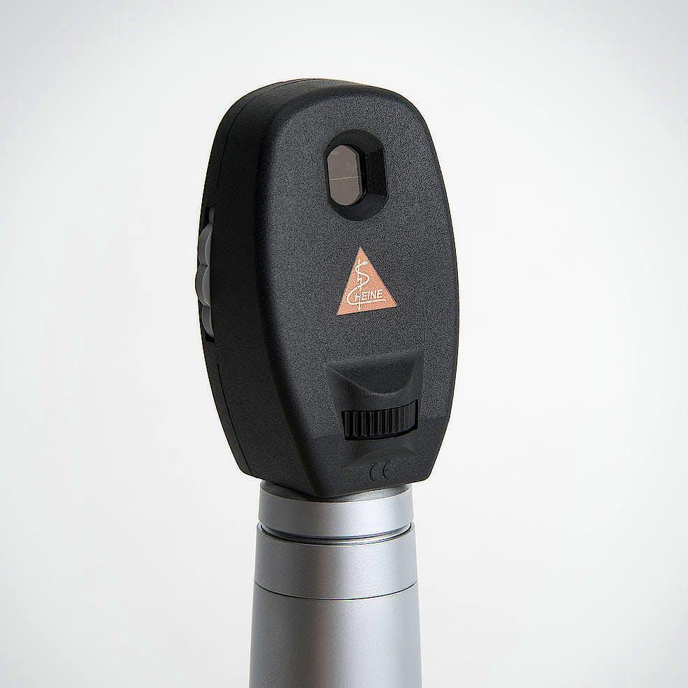Oftalmoscopio Heine Mini 3000 Luz Halógena 2,5 V., con Mango a Pilas y Estuche Rígido