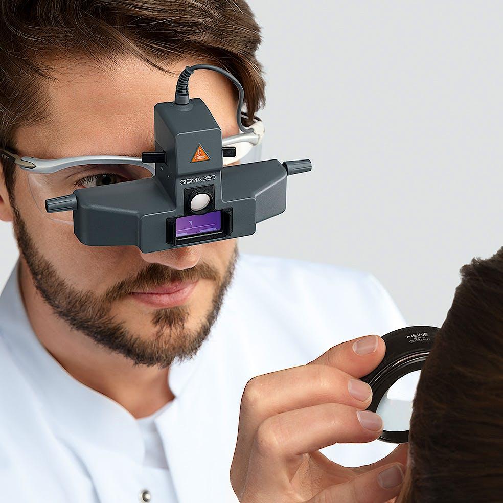 Oftalmoscopio Heine Indirecto Binocular Sigma250 LED sobre Gafa con S-Frame, con Cinta de Fijación y mPack, Depresores, Lupa AR20D, Filtros