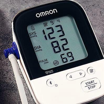 Tensiómetro de Brazo OMRON M4 Intelli IT con Manguito OMRON Intelli Wrap